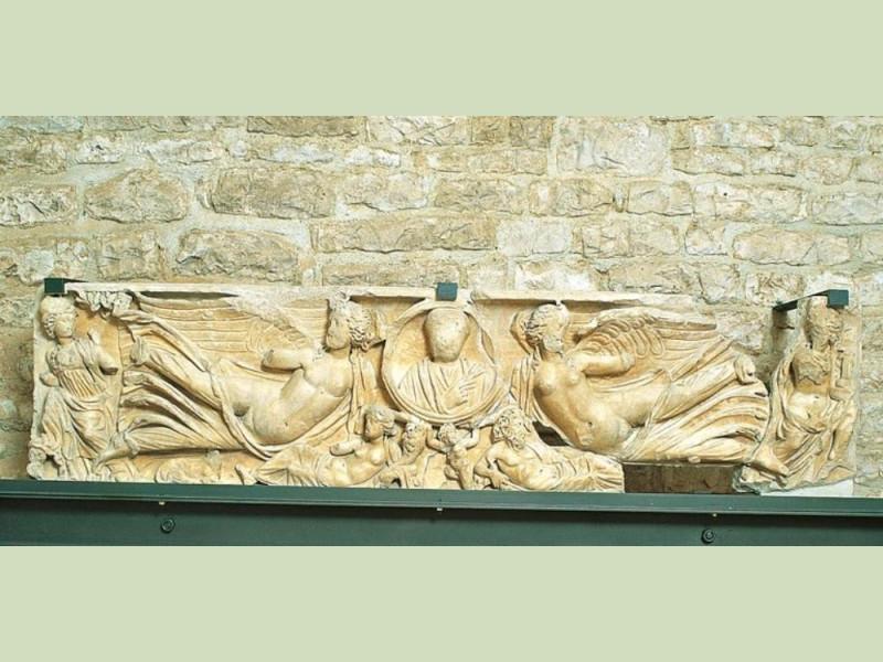 Sarcofago romano Giorgetti, Alessio; jpg; 768 pixels; 375 pixels