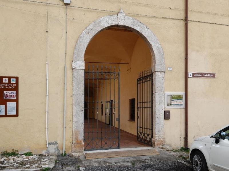 Centro documentazione Monti Martani. Ingresso Fedeli, Marcello; jpg; 2126 pixels; 1417 pixels