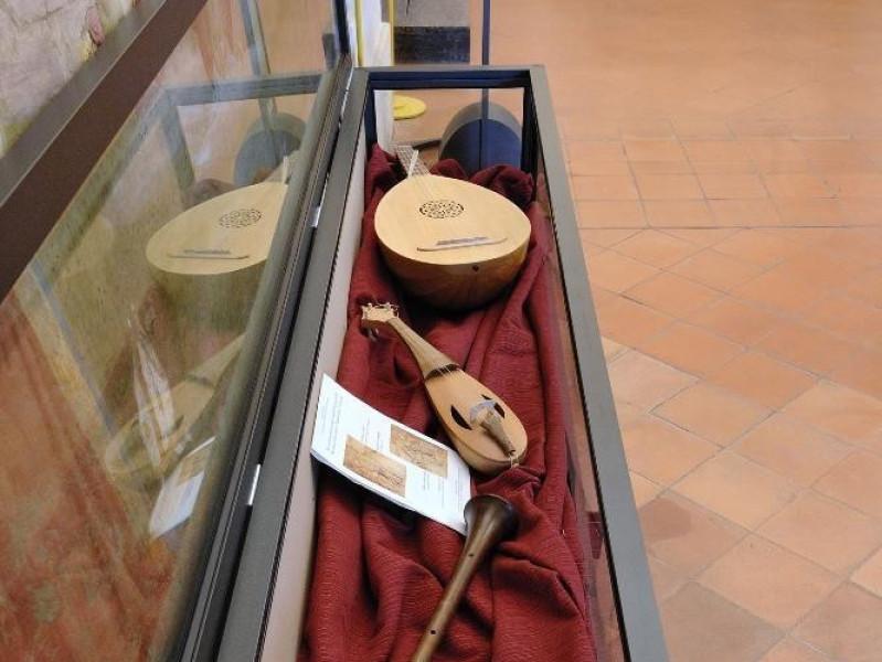 Strumenti musicali rinascimentali. Fedeli, Marcello; jpg; 1417 pixels; 2126 pixels