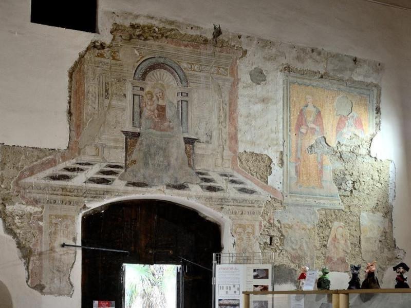 "Affresco raffigurante ""Madonna con Gesù Bambi Fedeli, Marcello; jpg; 2126 pixels; 1417 pixels"