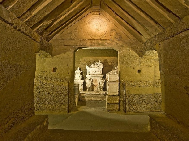 Necropoli del Palazzone e Ipogeo dei Volumni. Bovini, Mirko; jpg; 2979 pixels; 1981 pixels
