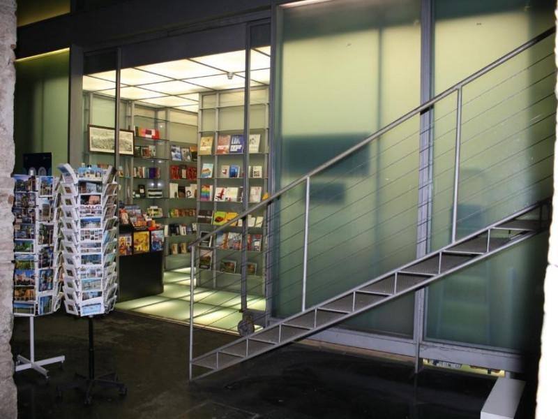 Rocca Paolina, bookshop. Bovini, Mirko; jpg; 1500 pixels; 1000 pixels