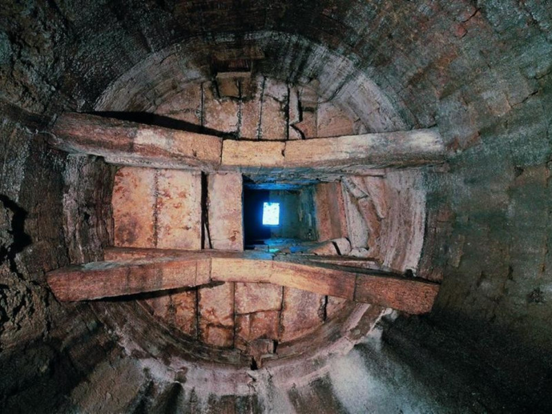 Pozzo etrusco. Interno. jpg; 768 pixels; 540 pixels