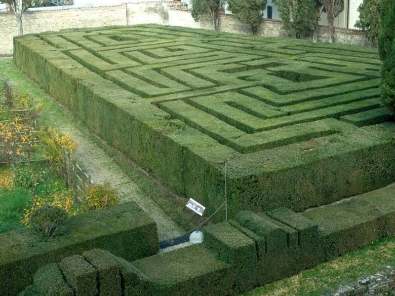Castello Bufalini. Il labirinto. Parco Tecnologico 3A-Progetto Ville e Giardini Regione Umbria; jpg; 1936 pixels; 1296 pixels