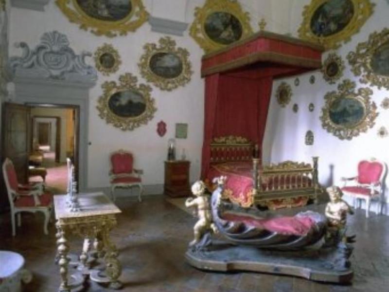 Castello Bufalini. Interno. Stanza da letto d Parco Tecnologico 3A-Progetto Ville e Giardini Regione Umbria; jpg; 341 pixels; 300 pixels
