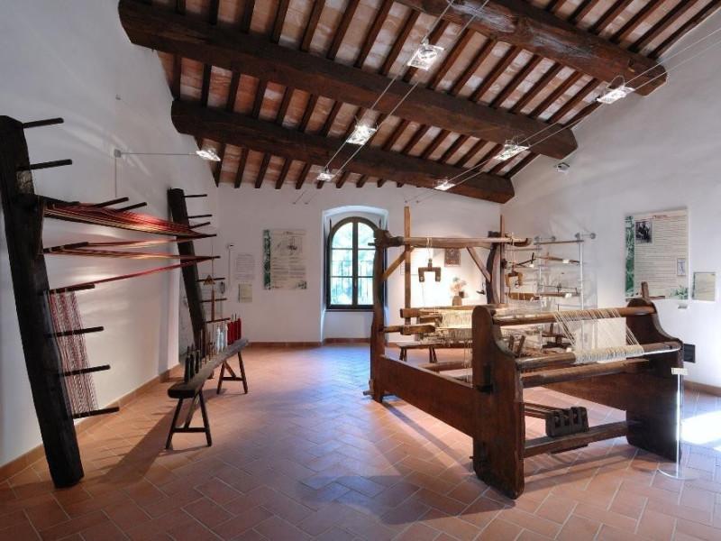 Museo della canapa. Sala dei telai. jpg; 2126 pixels; 1417 pixels