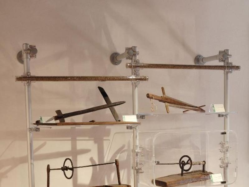 Museo della canapa. Sala espositiva. Attrezzi jpg; 1417 pixels; 2126 pixels