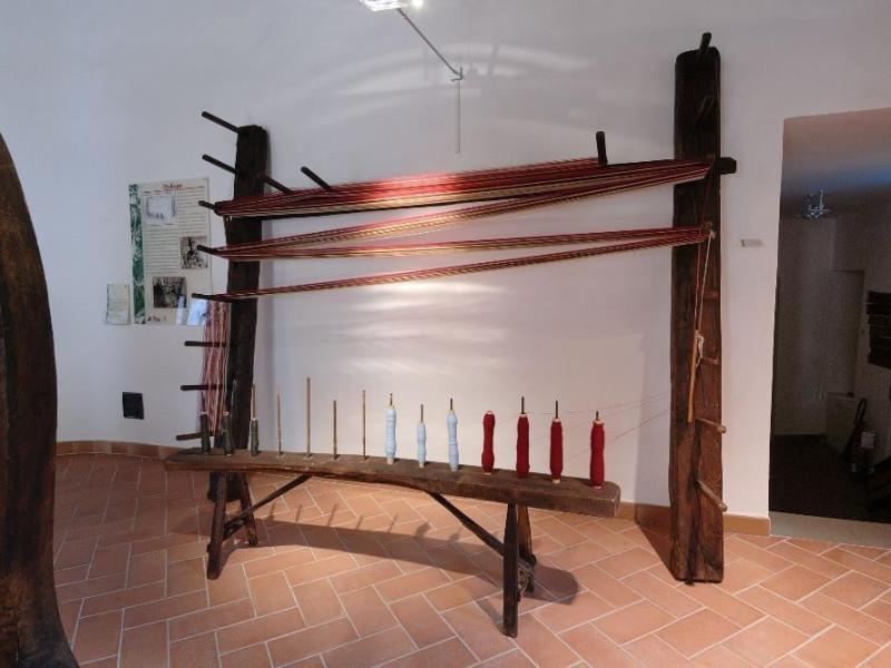 Museo della canapa. Sala espositiva. Orditoio jpg; 2126 pixels; 1417 pixels