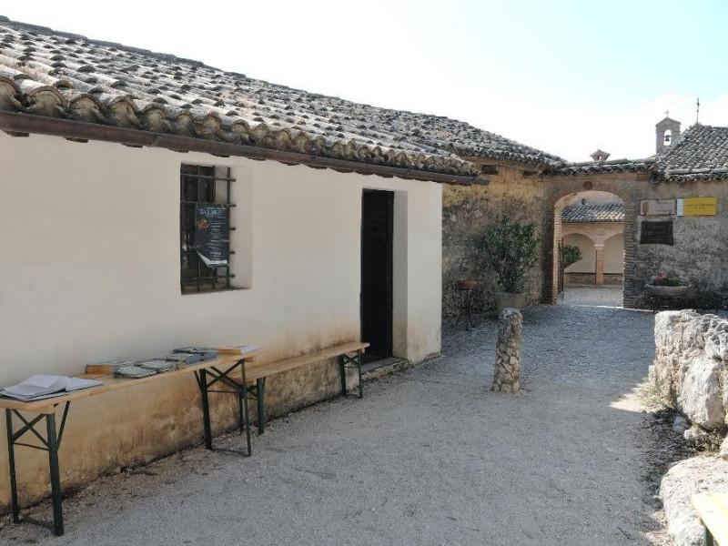 Centro visita di Monteluco. Ingresso. jpg; 2126 pixels; 1417 pixels
