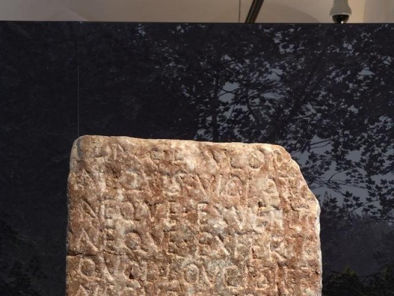 Museo Archeologico Nazionale e teatro romano. jpg; 1417 pixels; 2126 pixels