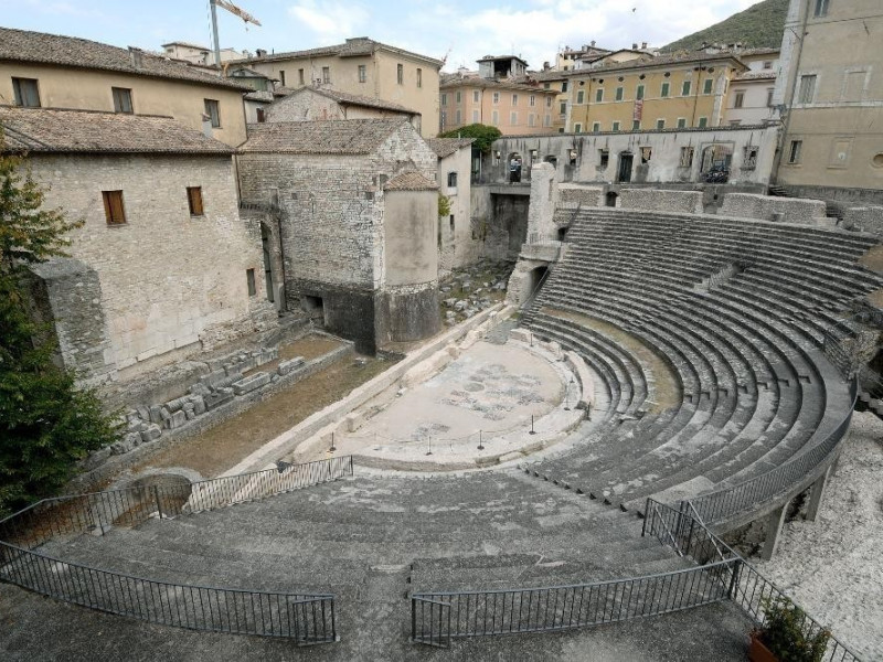 Museo Archeologico Nazionale. Anfiteatro roma jpg; 2126 pixels; 1417 pixels