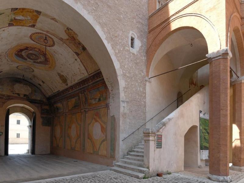 Rocca Albornoziana. Cortile d'Onore e Fornice Fedeli, Marcello; jpg; 2126 pixels; 1417 pixels