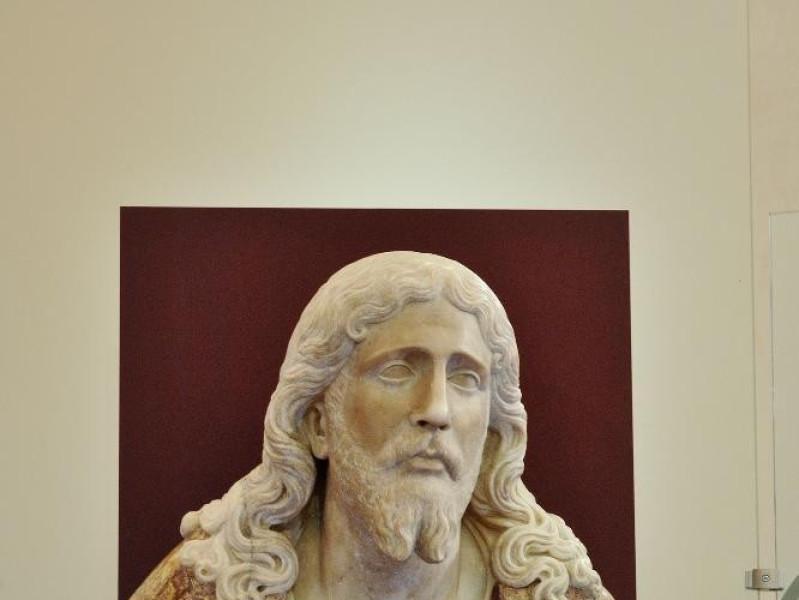 Complesso delle Lucrezie e Lapidarium. Gesù C jpg; 1417 pixels; 2126 pixels
