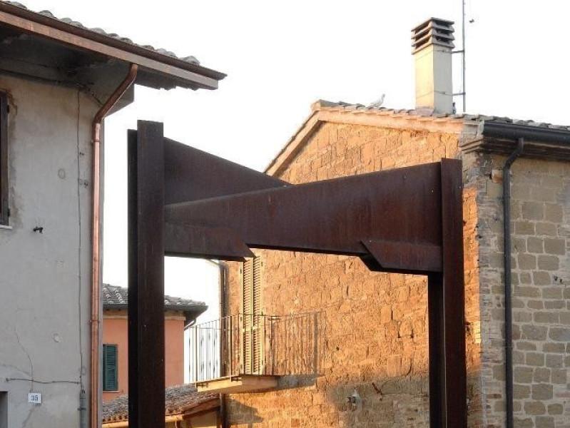 Eliseo Mattiacci. Scultura. Porta di Castelgr Fedeli, Marcello; jpg; 1417 pixels; 2126 pixels