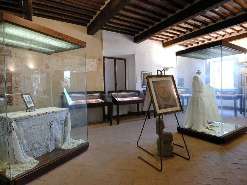 Museo del Merletto. Interno. ; jpg; 2126 pixels; 1417 pixels