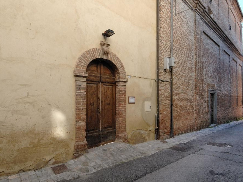 Museo di Santa Croce. Ingresso laterale. jpg; 2126 pixels; 1417 pixels