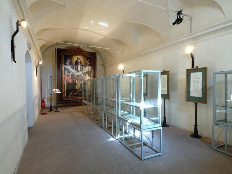 Museo di Santa Croce. Sala espositiva. jpg; 2126 pixels; 1417 pixels