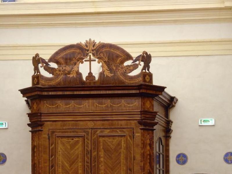 Museo di Santa Croce. Bussola d'ingresso. Bot jpg; 1417 pixels; 2126 pixels