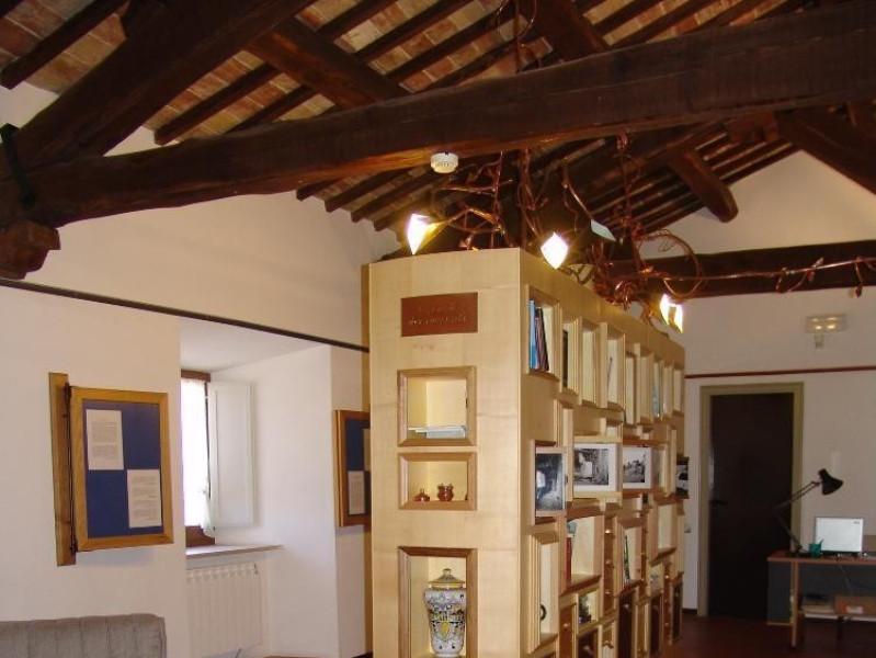 La casa dei racconti. Sala espositiva.  Bovini, Mirko; jpg; 1536 pixels; 2048 pixels