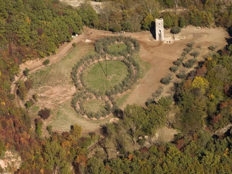 Veduta dall'alto Bosco di San Francesco, Assisi, FAI-Fondo Ambientale Italiano; jpg; 5616 pixels; 3744 pixels