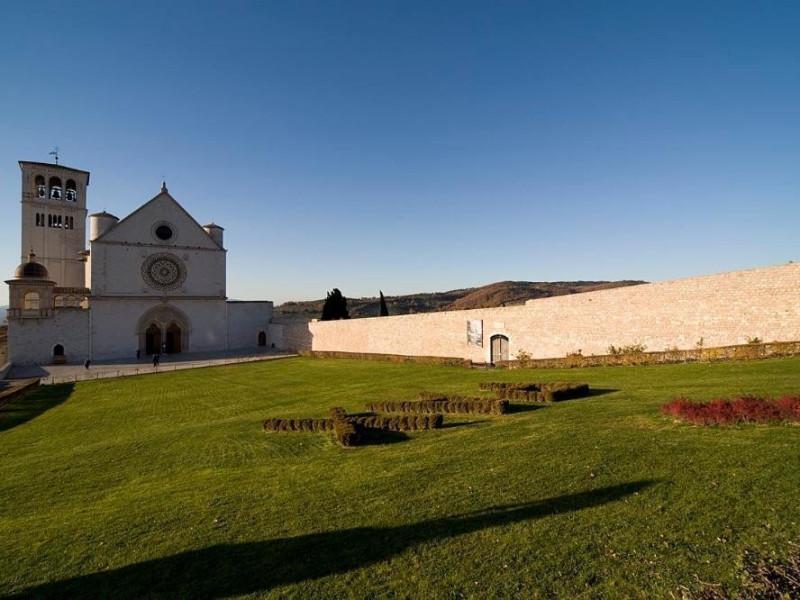 Basilica superiore di San Francesco Bosco di San Francesco, Assisi, FAI-Fondo Ambientale Italiano; jpg; 1296 pixels; 864 pixels