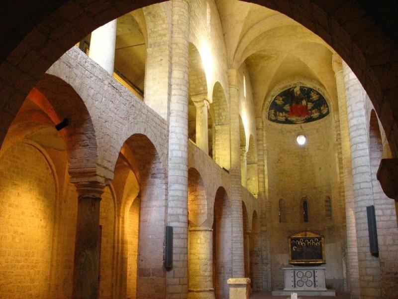 Basilica di Sant'Eufemia. Interno, navata. jpg; 1024 pixels; 768 pixels