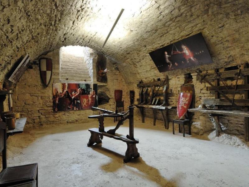 Rocca Maggiore. Interno. Esposizione di antic Fedeli, Marcello; jpg; 2126 pixels; 1417 pixels
