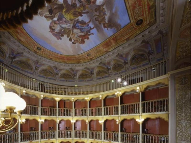 Teatro Torti. La sala, il loggione e il plafo Ficola, Paolo; jpg; 620 pixels; 768 pixels