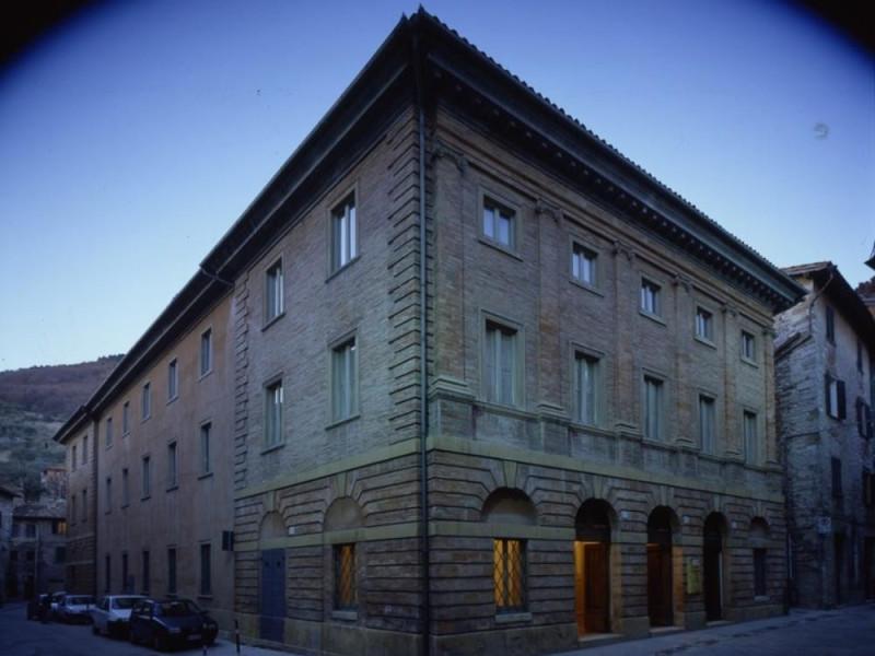 Teatro Comunale. Esterno. Ficola, Paolo; jpg; 768 pixels; 620 pixels