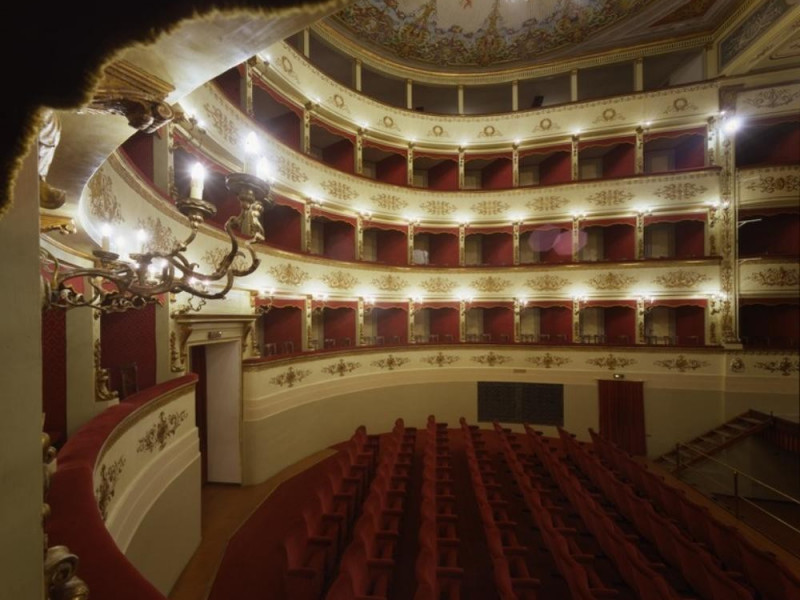 Teatro Comunale. Interno. La sala. Ficola, Paolo; jpg; 768 pixels; 620 pixels