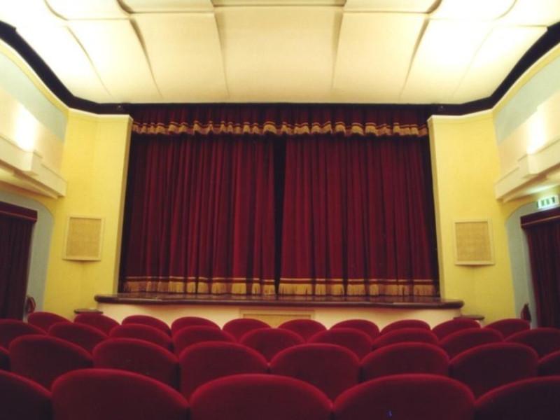Teatro Comunale. La sala con il boccascena. Bovini, Mirko; jpg; 768 pixels; 506 pixels