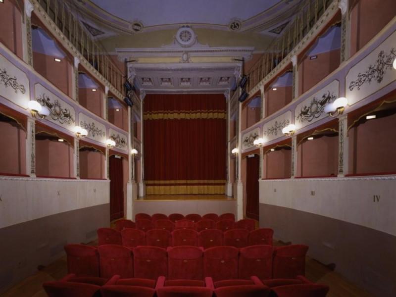 Teatro Caporali. Interno. La sala. Ficola, Paolo; jpg; 768 pixels; 620 pixels
