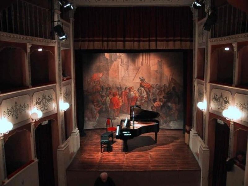 Teatro Caporali. Interno. La sala. jpg; 768 pixels; 576 pixels