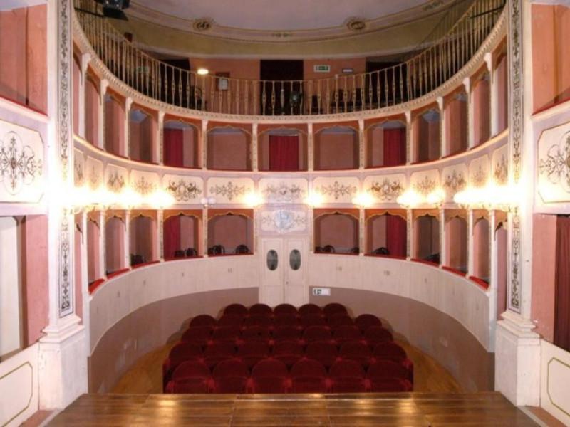 Teatro Caporali. Interno. La sala. jpg; 768 pixels; 510 pixels