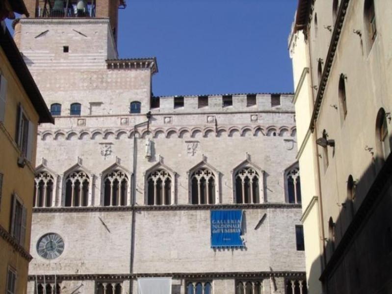 Palazzo dei Priori. Facciata su Corso Vannucc jpg; 576 pixels; 768 pixels