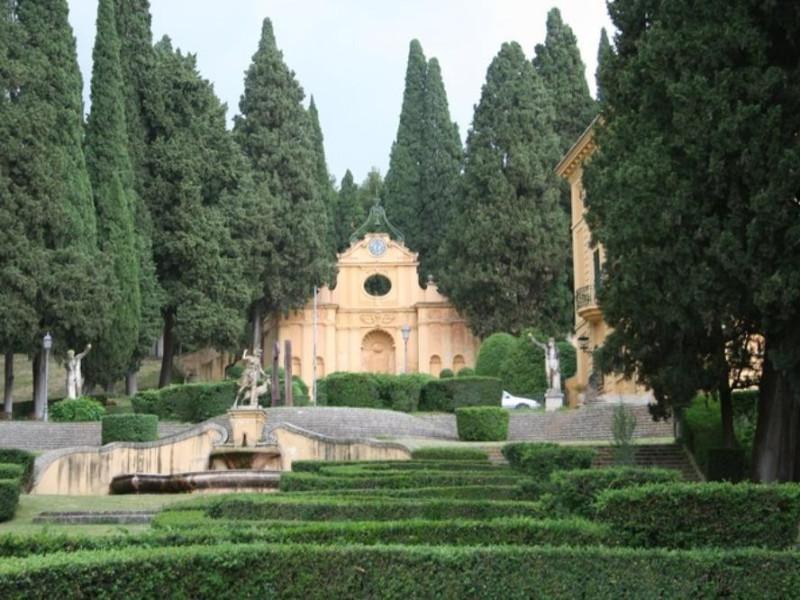 Villa Fidelia. L'esedra dell'orologio.  Parco Tecnologico 3A-Progetto Ville e Giardini Regione Umbria; jpg; 768 pixels; 512 pixels