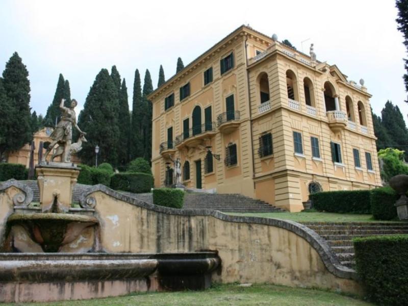 Villa Fidelia. Fontana a esedra con statua ra Parco Tecnologico 3A-Progetto Ville e Giardini Regione Umbria; jpg; 768 pixels; 512 pixels