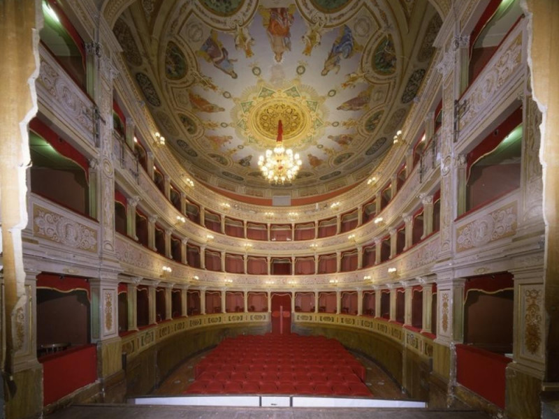 Teatro Caio Melisso. Interno. La sala verso i Ficola, Paolo; jpg; 768 pixels; 620 pixels