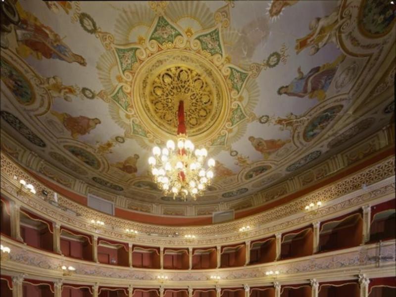 Teatro Caio Melisso. Interno. Plafond e logge Ficola, Paolo; jpg; 620 pixels; 768 pixels