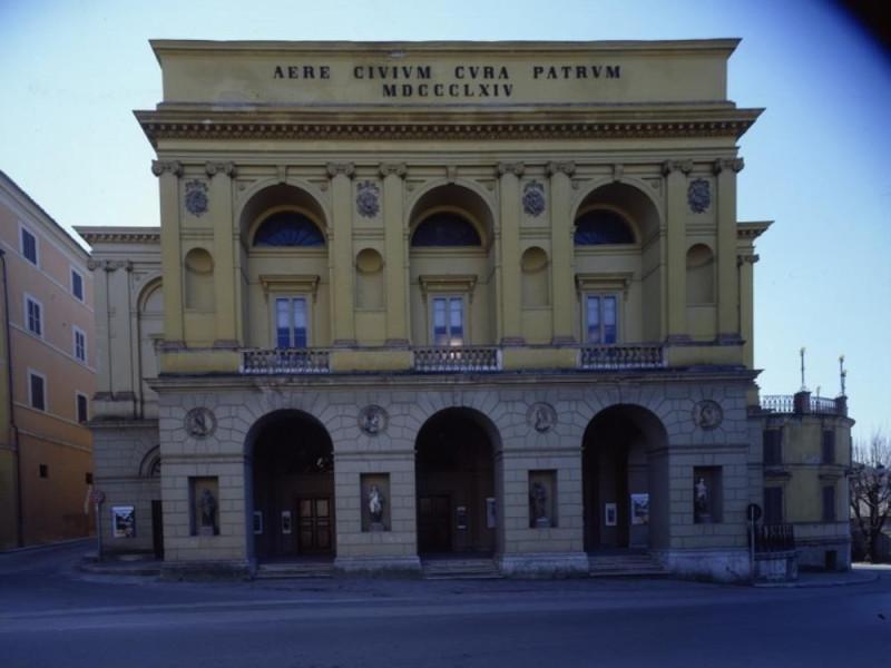 Teatro Nuovo. Facciata del teatro. Ficola, Paolo; jpg; 768 pixels; 620 pixels