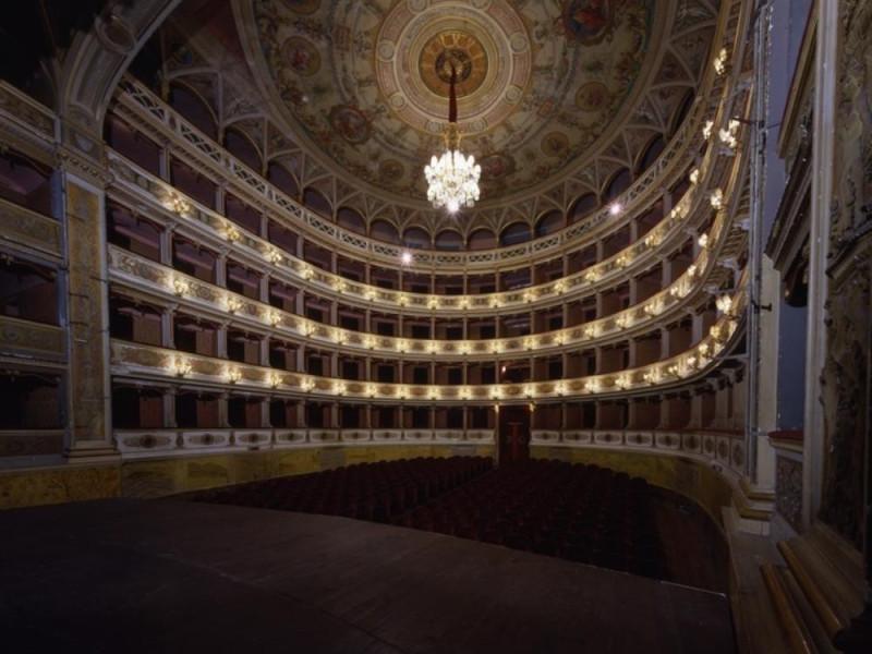 Teatro Nuovo. Interno. La sala vista dal palc Ficola, Paolo; jpg; 768 pixels; 620 pixels