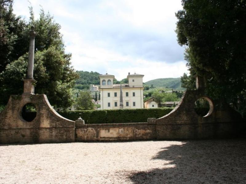 Villa Redenta. Veduta della villa dal tempiet Parco Tecnologico 3A-Progetto Ville e Giardini Regione Umbria; jpg; 768 pixels; 512 pixels