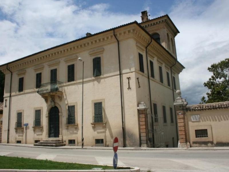Villa Redenta. Scorcio della facciata. Parco Tecnologico 3A-Progetto Ville e Giardini Regione Umbria; jpg; 768 pixels; 512 pixels