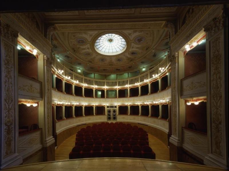 Teatro Clitunno. Interno. La sala vista dal p Ficola, Paolo; jpg; 768 pixels; 620 pixels