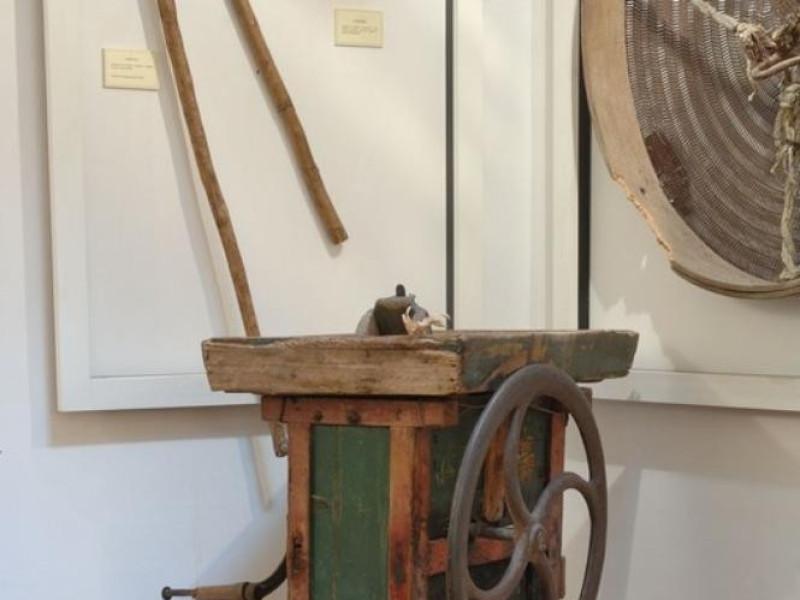 Interno. Museo della civiltà contadina la ter Fedeli, Marcello; jpg; 511 pixels; 768 pixels