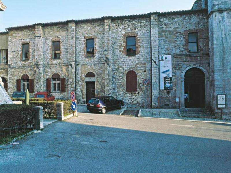 Pinacoteca, esterno ; jpg; 768 pixels; 607 pixels