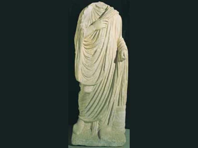 Statua di Togato, fine I secolo a C. Giorgetti, Alessio/ Bellu, Sandro/ Paparelli, Daniele; jpg; 124 pixels; 300 pixels