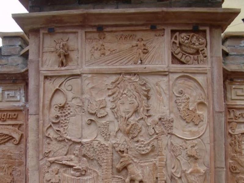 Decorazione in terracotta Bovini, Mirko