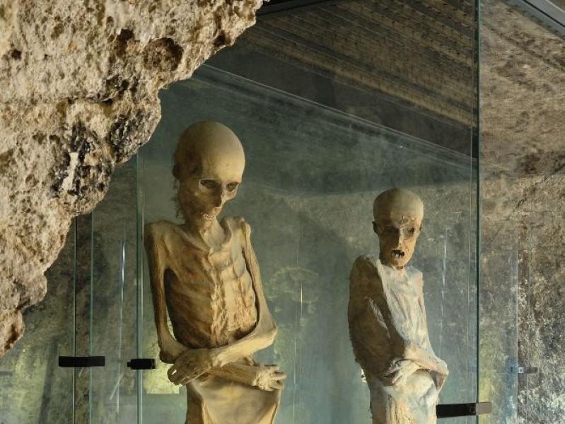 """Museo """"Le Mummie di Ferentillo"""". Interno Fedeli, Marcello; jpg; 1417 pixels; 2126 pixels"""