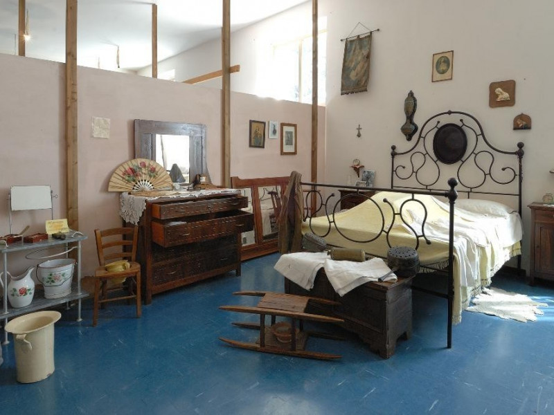 Ricostruzione di una camera da letto Fedeli, Marcello; jpg; 2126 pixels; 1417 pixels